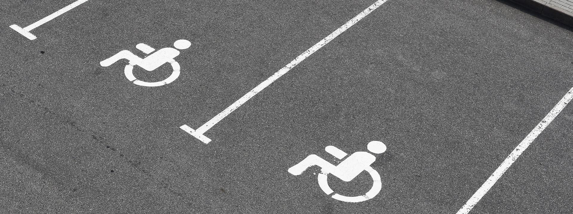 Parken auf Behindertenparkplätzen