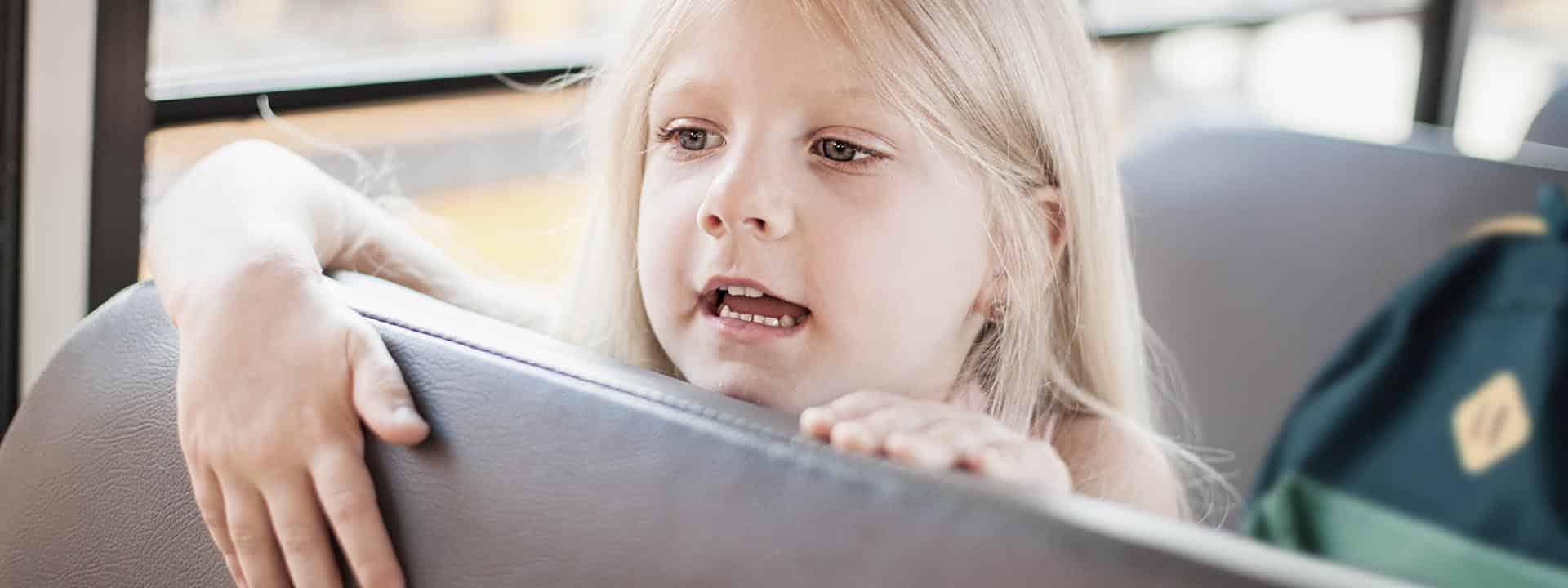 Schmetterlingskind auf dem Weg in die Schule oder Kita